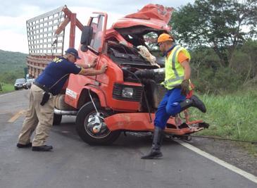 Motorista do Mercedes vermelho teria sido o causador do acidente