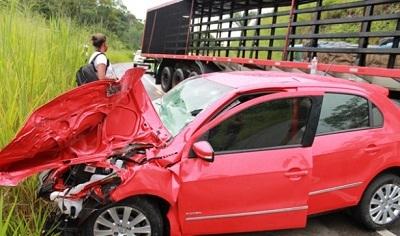 Casal jequieense com uma filha ocupavam o Gol vermelho (foto blog Ubaitaba.com)
