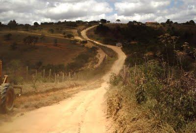 Estrada vicinal que dá acesso ao povoado de Ipauaté em Irajuba (reprodução)