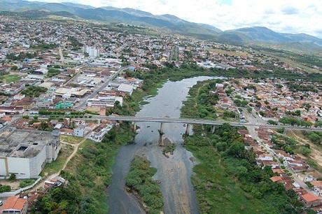 Ponte Teodoro Sampaio não mais atende à demanda de tráfego entre o Mandacaru e Jequiezinho (foto Zenilton Meira)