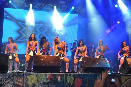 Grupo de bailarinas do Aviões do Forró sempre fazendo sucesso com o público