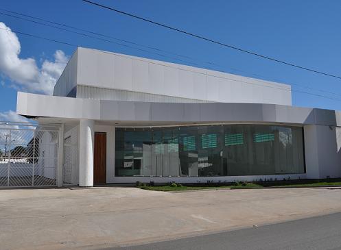 Prédio recém construído na avenida Landulfo Caribé na mira da prefeitura para instalar a Secretaria de Educação