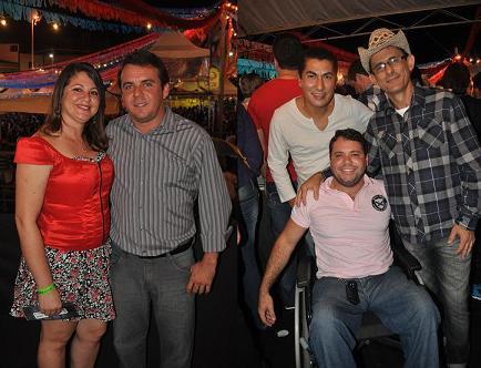 No camarote oficial, Vereador Neto da Água Já e esposa ao lado dos colegas Beto de Lalá, João Cunha e Manoel Gomes