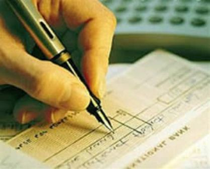 A estelionatária usava cheques pré-datados para efetuar as compras