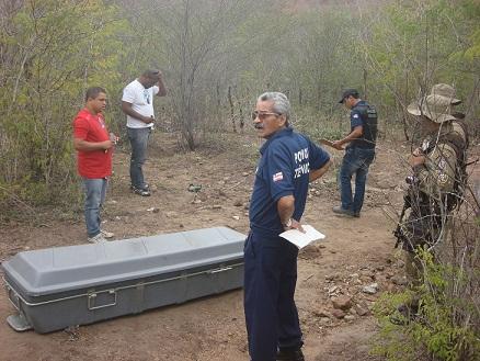 Policiais e peritos do DPT ficaram chocados com a cena (foto Wellington Ferreira)