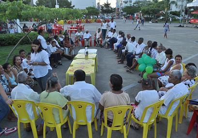 Idosos assistidos pela FUAN também se reuniram na Praça Ruy Barbosa