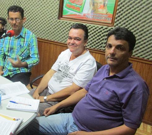 Vereadores Manoel Gomes (PDT), Ednael Almeida (PSD) e Pé Roxo (PT) debateram a administração municipal no sábado (21) na rádio 93 FM