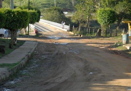 Estrada BA-647 faz a interligação de Aiquara com a BR-330