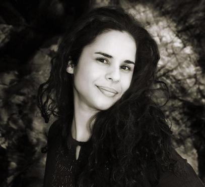 Joana estudou o ensino fundamental no CEMS/Jequié e graduou-se em Comunicação Social na UFBa