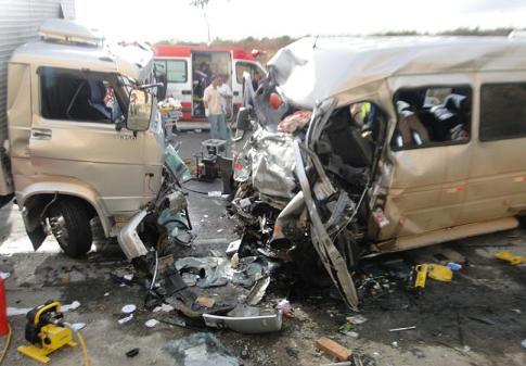 Dois veículos colidiram frontalmente (fotos Marcos Frahm)