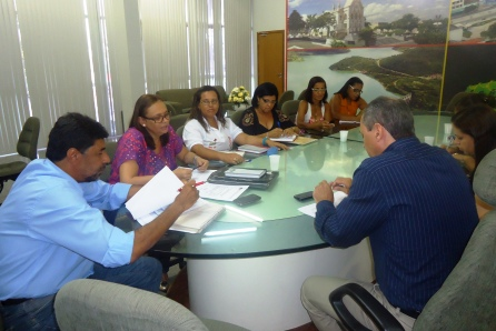 Dirigentes da APLB reunidos recentemente com secretários da Educação e da Administração (foto APLB/Sindicato)