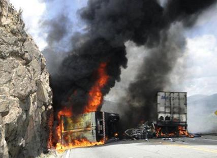 Após colisão veículos pegaram fogo (foto Marcos Frahm)