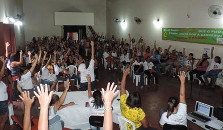Professores afirmam que  permanecem firmes e a greve continua