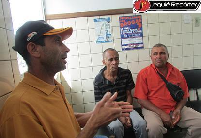 Familiares de três das quatro vítimas que estavam nas motos no DPT de Jequié