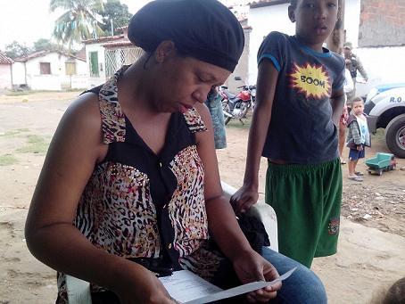 Nádia Martins, mãe da criança se mostra inconsolável com o ocorrido (foto Repórter Dhan Silva)
