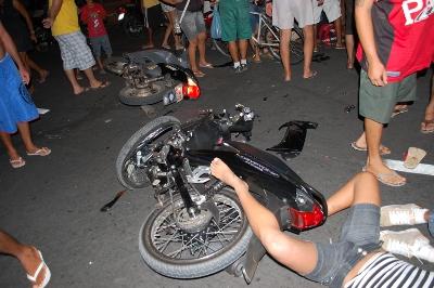 Acidentes envolvendo motocicletas em sua maioria com danos pessoais (foto reprodução)