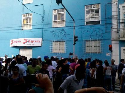 Alguns estudantes, revoltados, invadiram as salas e rasgaram as provas.] (foto Caio Alfano)