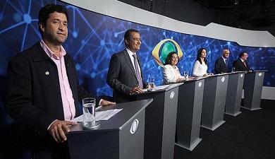 Candidatos trocaram acusações no primeiro debate na TV (foto A Tarde)