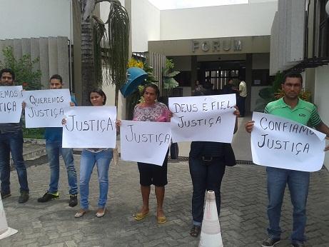Familiares e amigos de Ricardo Brito acompanharam o julgamento e cobraram justiça para o réu