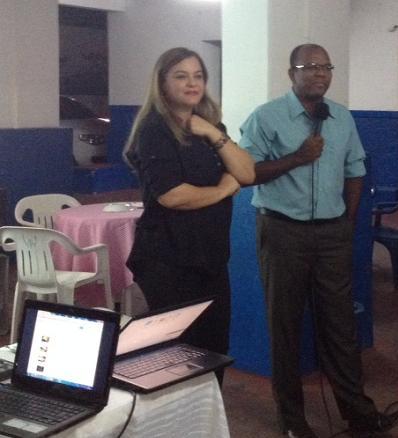 Diretora Débora Galvão ao lado do pastor Ivan Luiz, presidente da Ordem dos Pastores Evangélicos de Jequié-OPEJ
