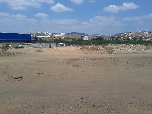 Terreno ao lado do Assaí Atacadista onde deverá ser construído o primeiro shopping center em Jequié