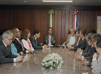 No dia seguinte ao anúncio da equipe de transição governo decretou o corte de gastos extras