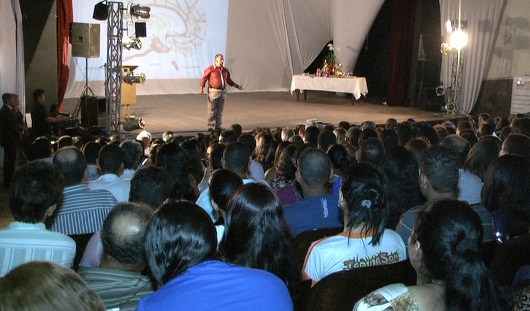 Palestra de George Machado acompanhada por grande público (divulgação)