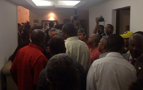 Muitos policiais retornaram à Assembleia para acompanharem a votação (foto reprodução)