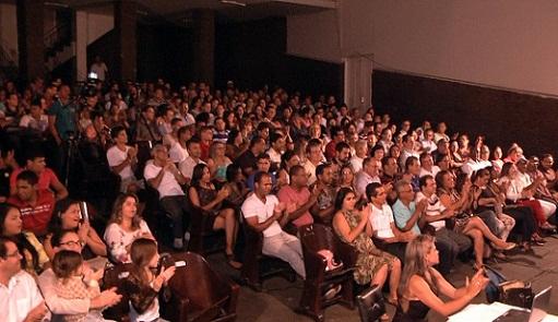 Grande público assistiu à palestra no Teatro Municipal de Jequié