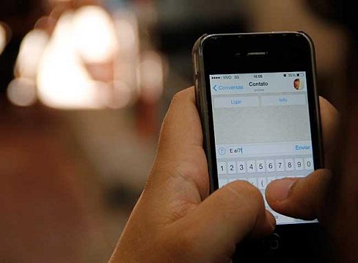 Uso do aparelho celular não é permitido no ambiente do exame (foto reprodução)