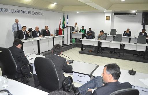 José Simões (PP) presidiu a sessão em que as contas de 2012 foram rejeitadas