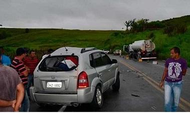 Veículo Tucson em que os cinco PMs viajavam (foto Teixeira News)