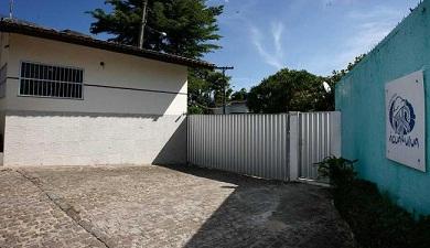 Entrada do Condomínio onde ocorreu o assalto (reprodução A Tarde)
