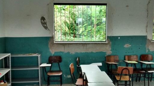 Salas de aulas não foram sequer pintadas