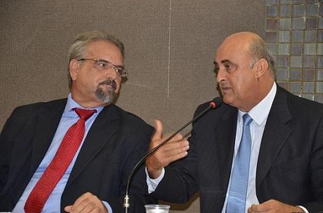 Deputado Marcelino Galo ao lado do secretário Nestor Duarte, de Administração Penitenciária