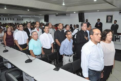 O clero e a sociedade local estiveram representados na sessão