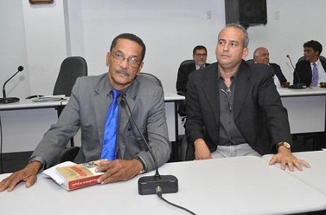 Professor Jorge Barros e o bancário Marcel Cardim falaram sobre o aeroporto na Câmara de Vereadores