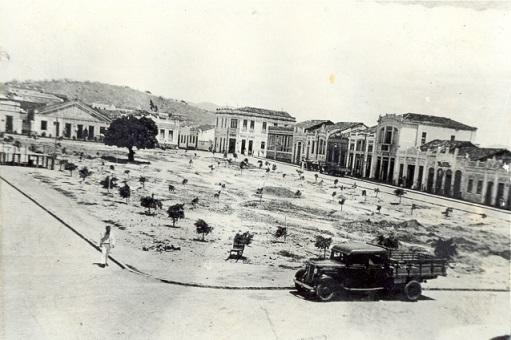 Um dos aspectos da construção da antiga praça (foto reprodução)
