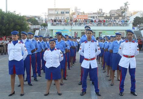 Entrega da boina azul é a recepção do CPM aos alunos novatos (foto Uberlan Costa)
