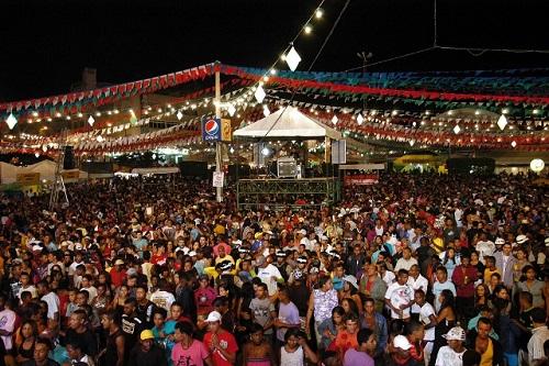 Público presente na Praça da Bandeira em uma das noites no ano passado
