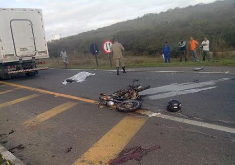 Piloto da moto teria tentad fazer um contorno na pista de rolamento