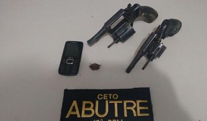 Dois revólveres apreendidos em poder do suspeito ( foto 19º BPM)