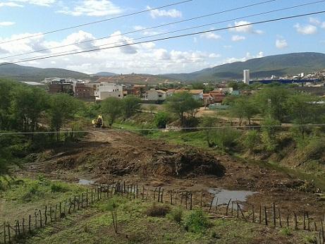 Desmatamento e aterramento de parte do rio também chama a atenção dos moradores