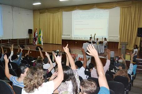 Docentes aprovaram continuidade da greve até a assinatura do acordo com o governo