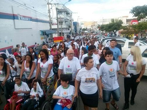 APAE e apoiadores participaram de caminhada pelas ruas de Jequié