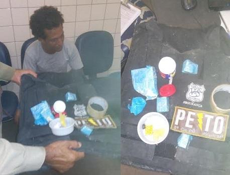 Em poder do suspeito foram apreendidas droga e um colete a prova de balas (foto 19º BPM)