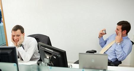 A regra vale tanto para o empregado quanto para o empregador (foto ilustrativa)