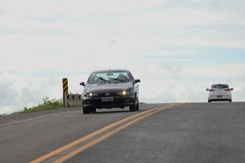 Motorista terá que manter o farol baixo aceso ao trafegar pelas estradas