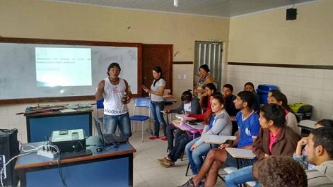 Indígena relatou sua cultura e costumes aos estudantes