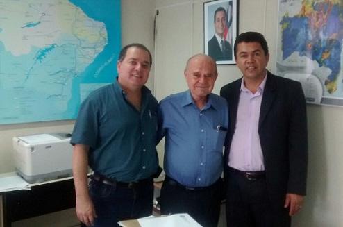 Na Seinfra o presidente da Câmara de Vereadores solicitou ampliação do programa Luz Para Todos